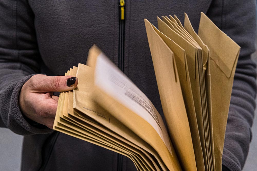 WHAT TO LOOK OUT FOR WHEN OUTSOURCING YOUR MAIL